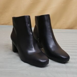 Womans side zip boots